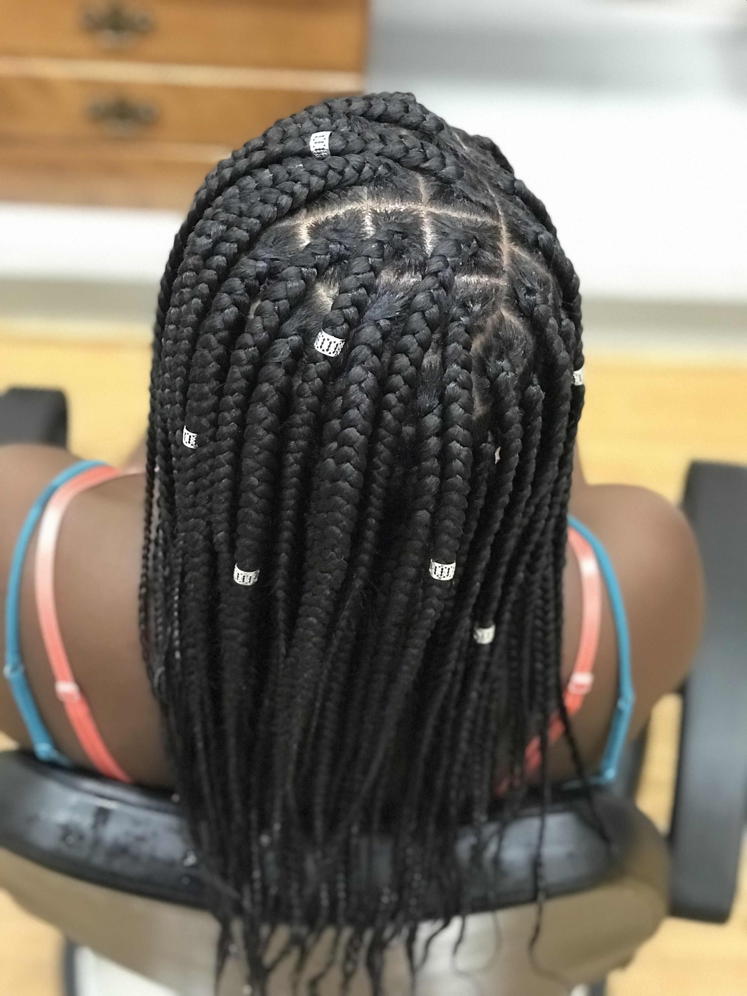 We Officially Offer Knotless Single Braids Here S What You Should Know Brown Skin Women