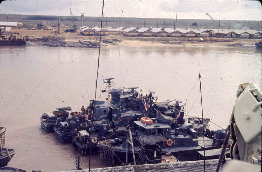 https://i1.wp.com/brownwater-navy.com/vietnam/photos2/LRowinSA2.jpg