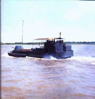 https://i1.wp.com/brownwater-navy.com/vietnam/photos2/MRFboat.jpg
