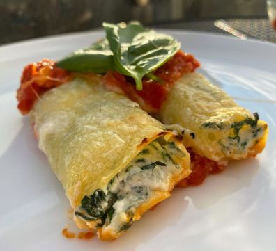 spinach-and-ricotta-filled-cannelloni-with-a-tomato-multip_img-2-43f5a024.jpg