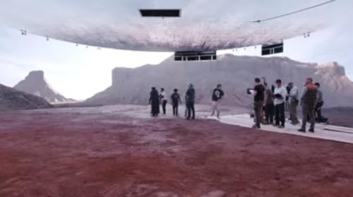 最新の実写ドラマは巨大スクリーンで撮影している