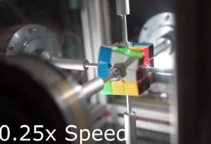 0.38秒でルービックキューブを解くマシン