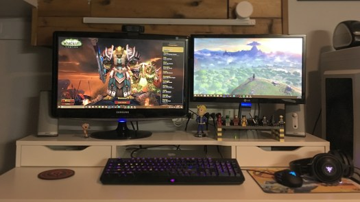 minimalist gamer desk warcraft