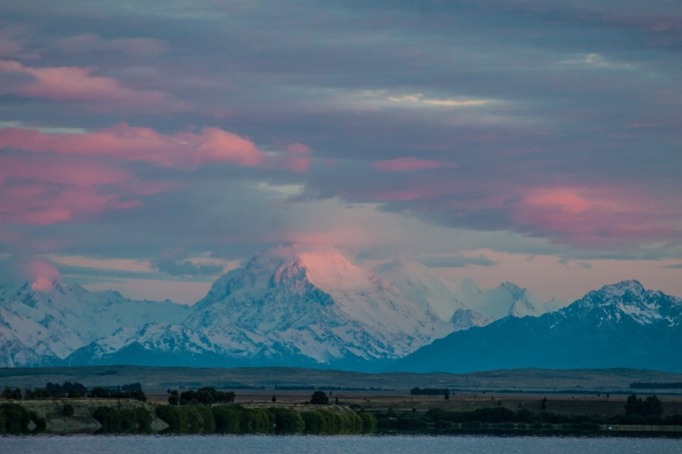 mt cook at dawn, sunrise pink mountain