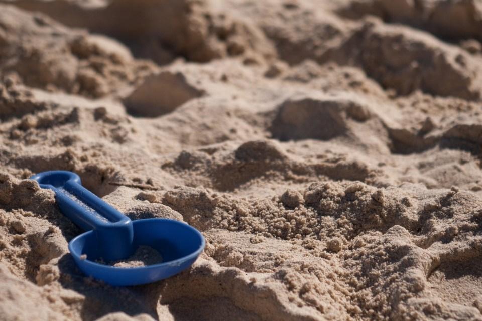 kids spade in sand