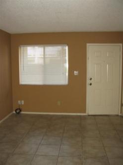 2913_101-Living-Room