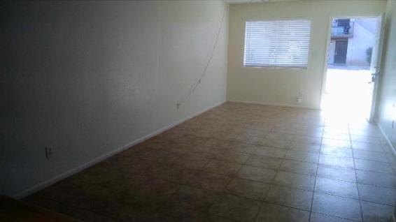 3133-102_Living-Room_3