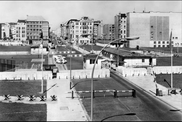 Checkpoint Charlie 1965