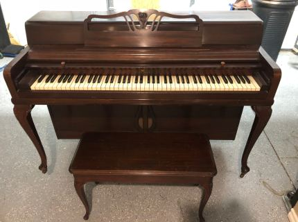 Wurlitzer Queen Anne Spinet