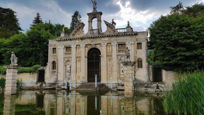 Das Diana-Portal beim Landgut Barbarigo.