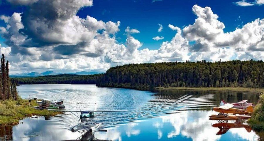 See in Alaska mit Wasserflugzeug