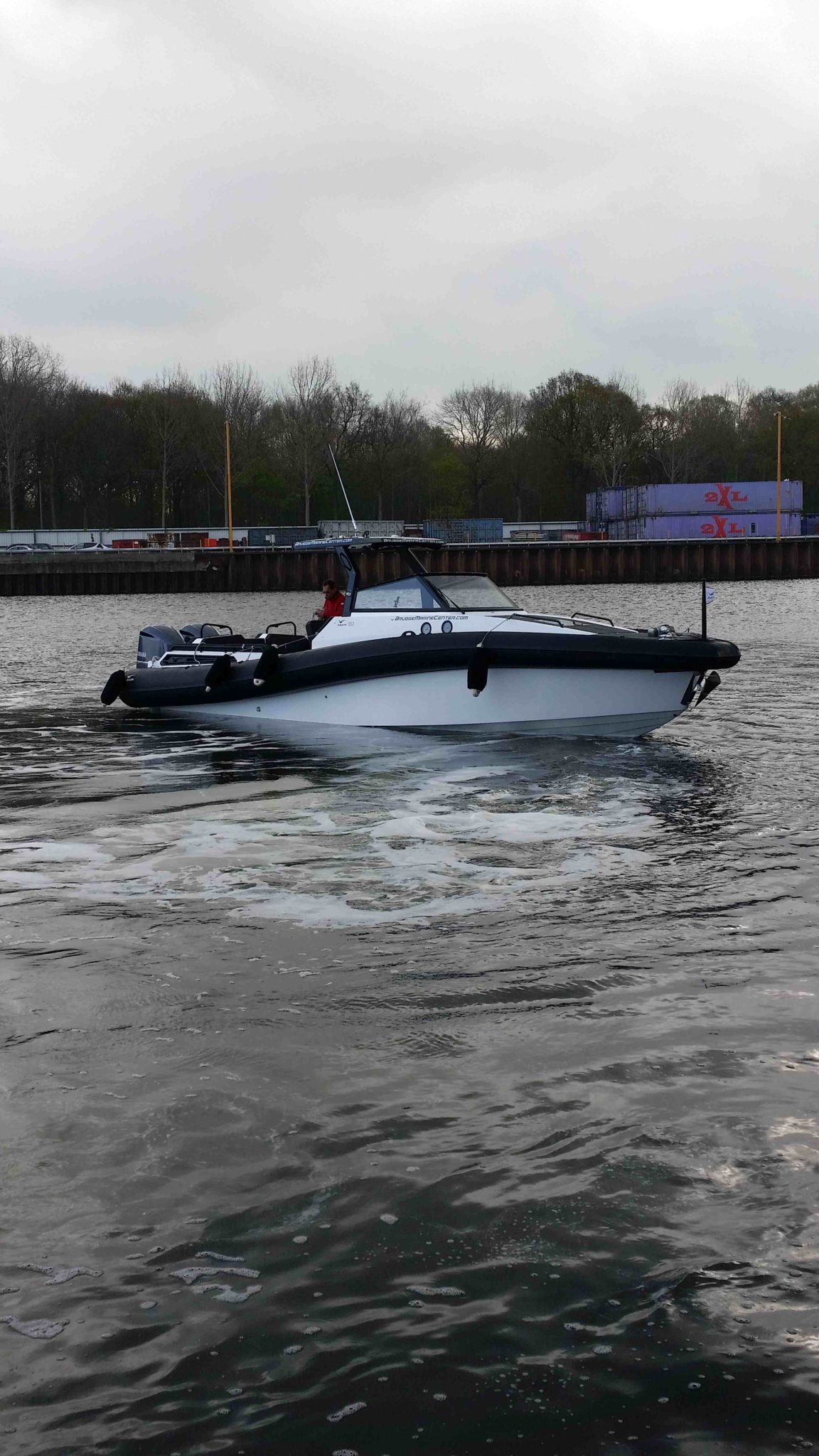 Agapi950-Yamaha300Hp-side right