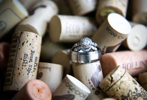 Foto van trouwringen in kurken