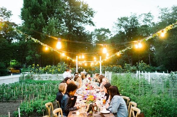 Bruiloft in achtertuin