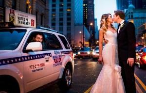 Bruidspaar in de stad