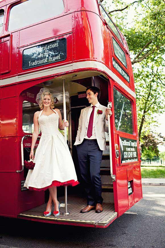 Londense bus als origineel trouwvervoer
