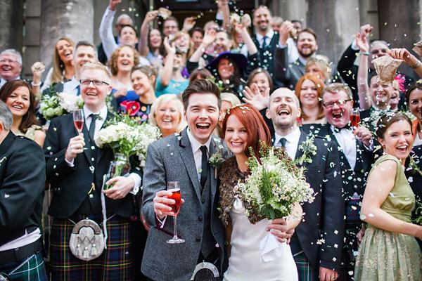 Bruiloft groepsfoto op trap