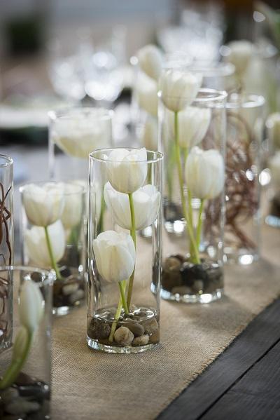 Centerpieces met witte bloemen