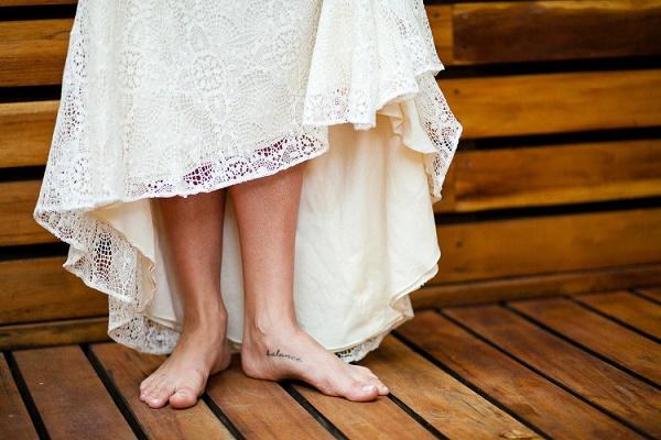 Bruid op blote voeten