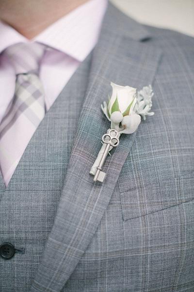 Wit corsage bruidegom