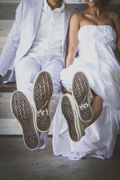 Bruid en bruidegom met All Stars