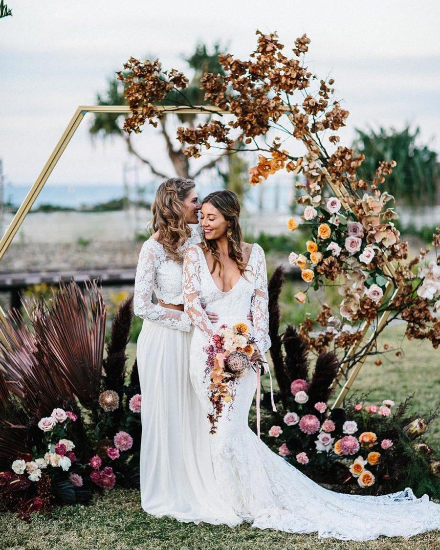Lesbische bruiloft met twee bruiden