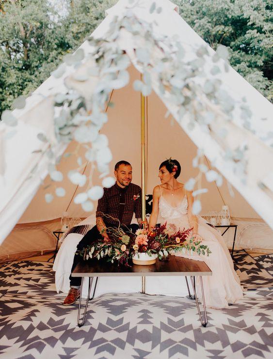 Bruidspaar in tent