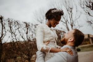 Winter bruiloft bruidspaar