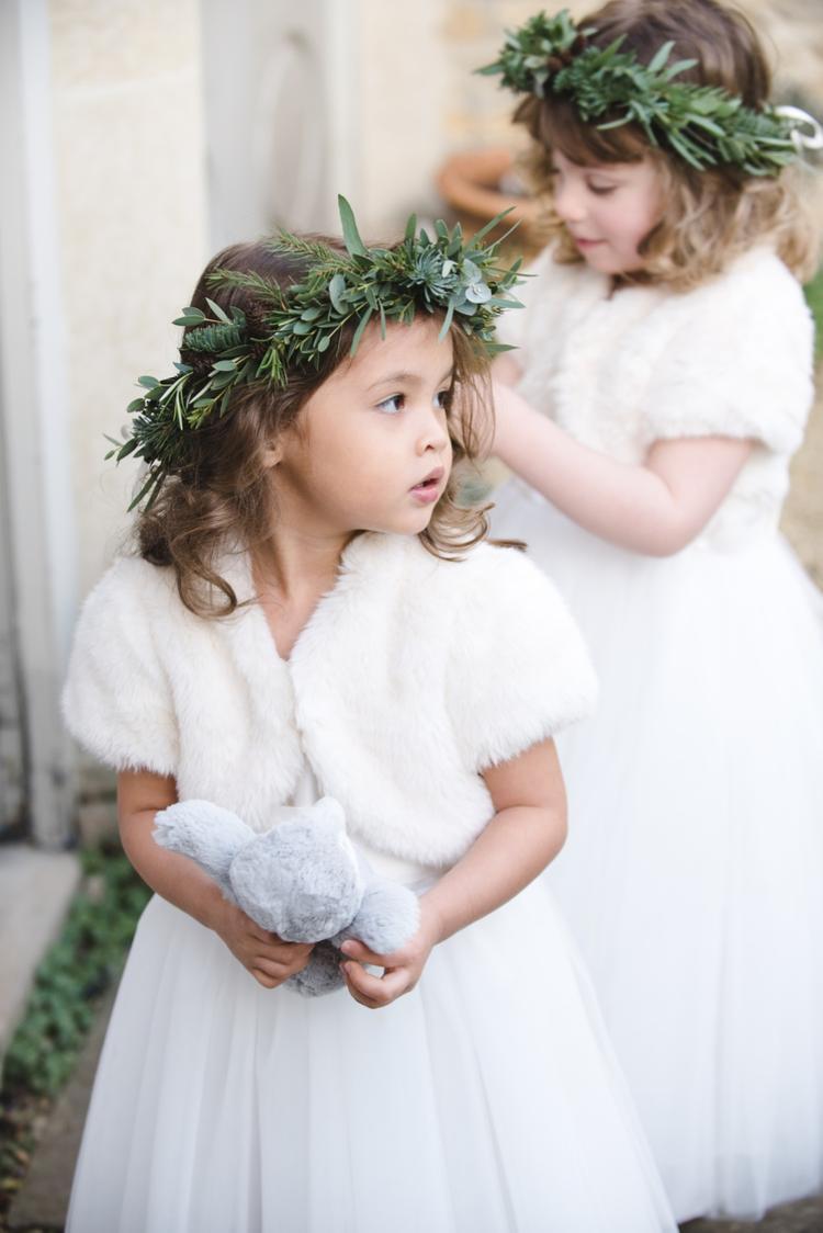 Bruidsmeisjes met bontjas