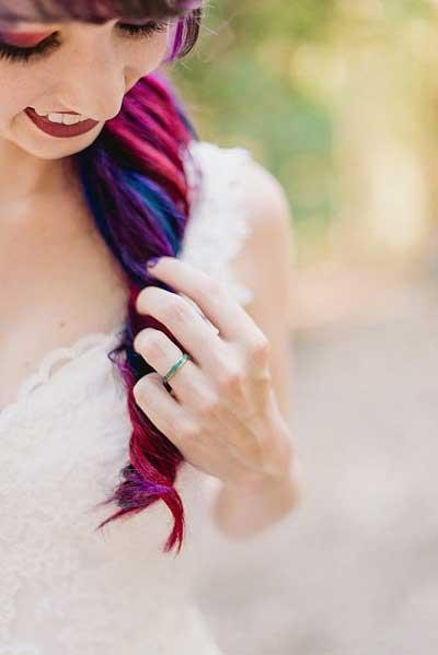 Bruid met gekleurde haren