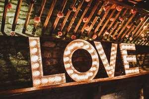 Licht letters bruiloft