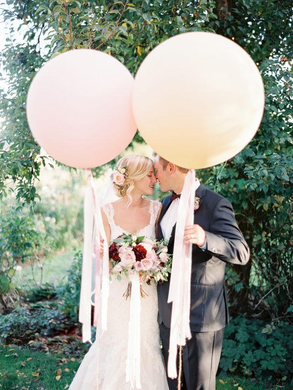 Grote ballonnen op trouwfoto