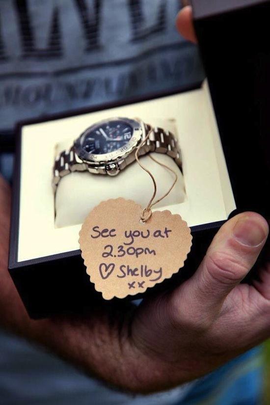 Horloge als verrassing voor bruidegom