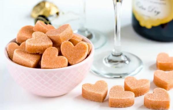 Suikerklontjes in de vorm van een hartje