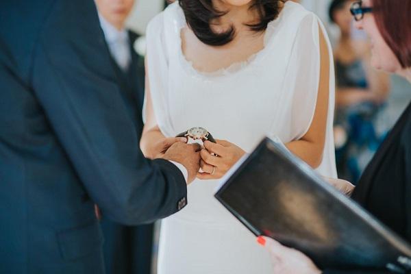 Bruiloft horloge uitwisselen