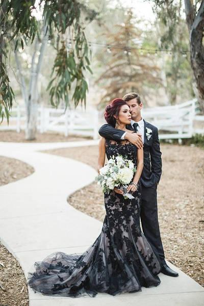 Bruid met zwarte trouwjurk