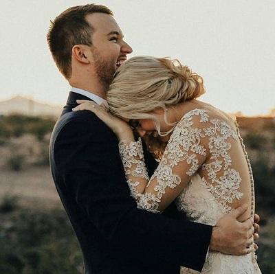 Bruidspaar lachend