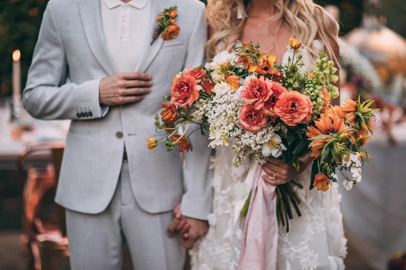 Bruidspaar met bruidsboeket