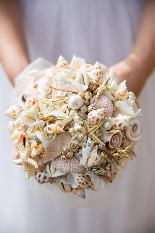 Bruidsboeket gemaakt van schelpen