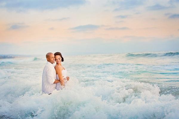Trash the dress in de zee