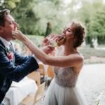 Eerste hap van de bruidstaart