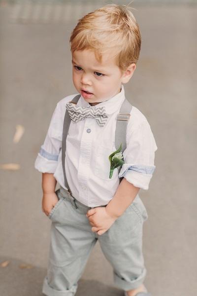 Jongen op bruiloft