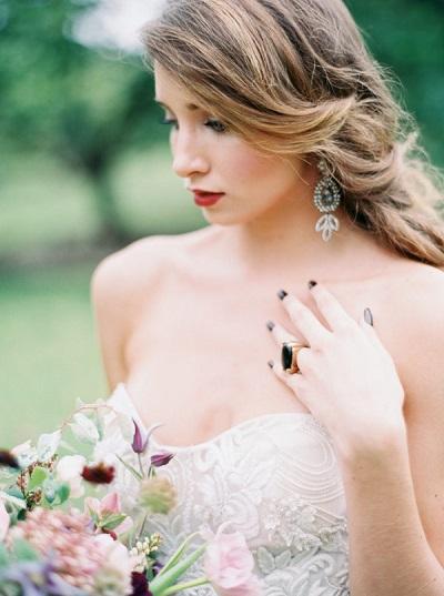 Bruid met grote oorbellen