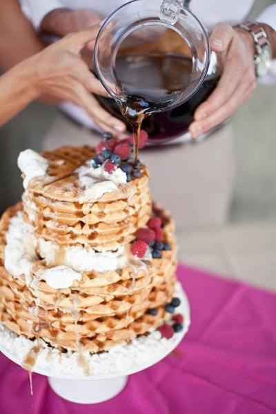 Bruidstaart van wafels met stroop
