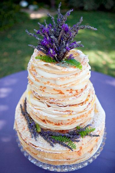 Pannenkoeken bruidstaart met bloemen