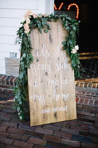 Quotes op een houten bord