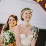 Bruid met tatoeage op arm
