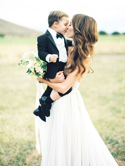 Bruid met ringendrager