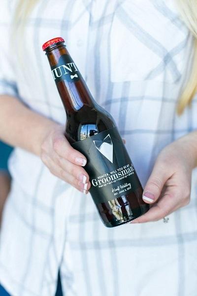 Bier met persoonlijk etiket om getuige te vragen