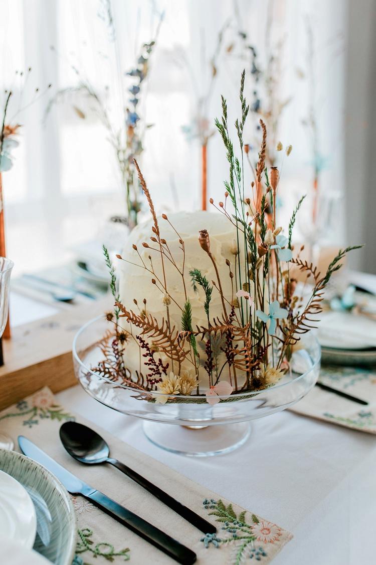 Witte taart met planten